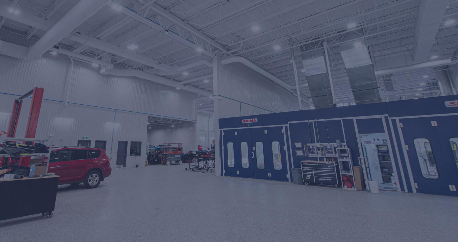 L'Expert Carrossier - Grand garage avec chambre à peinture et équipement à la fine pointe de la technologie